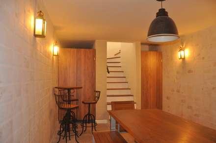 modern Wine cellar by Clô Vieira Design de Interiores