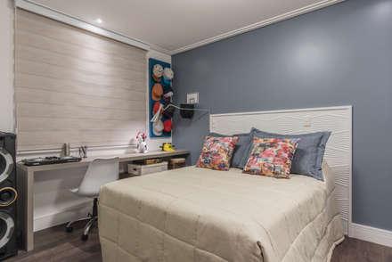 Dormitorio de Menino : Quartos  por Sandra Pompermayer Arquitetura e Interiores