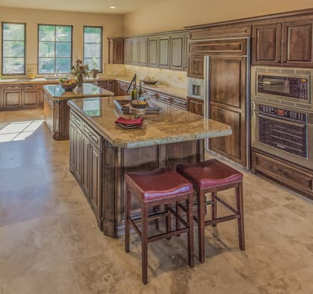 Santaluz Vacant Staged to Sell: mediterranean Kitchen by Metamorphysis Home Staging Services