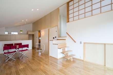 ゆふのいえ: 清建築設計室/SEI ARCHITECTが手掛けたリビングです。