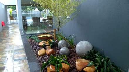 JARDINS E FONTES: Jardins modernos por Borges Arquitetura & Paisagismo