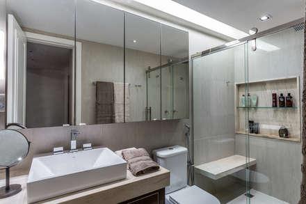 Banheiro: Banheiros modernos por Roberta Rennó Arquitetura