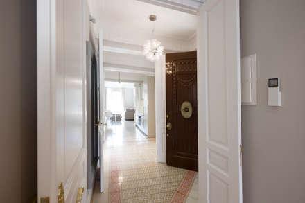 Apartamentos Turísticos Combinados Barcelona 2016: Hoteles de estilo  de DELATORRE-HAUSMANN INTERIORISTAS