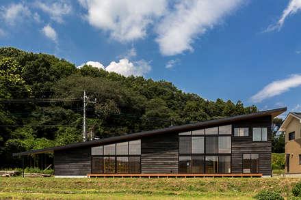 矢板・焼杉の家: 中山大輔建築設計事務所/Nakayama Architectsが手掛けた家です。
