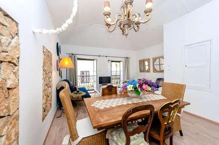 Um apartamento com um toque descontraído de campo em plena cidade.: Salas de jantar campestres por alma portuguesa