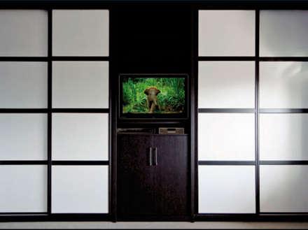 ARMARIOS: Ventanas de estilo  de Muebles Soliño