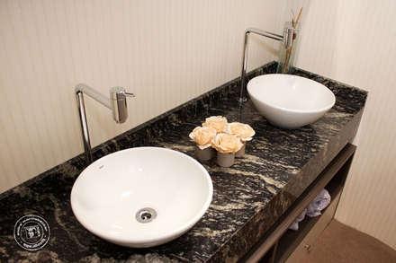 : minimalistic Bathroom by Mariana Von Kruger Emme Interiores