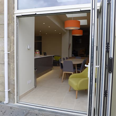Modern gloss grey kitchen in side return extension: modern Kitchen by Style Within