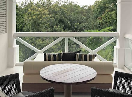Balcony:  Hotels by Deirdre Renniers Interior Design