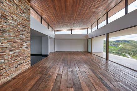 Paredes de estilo  por David Guerra Arquitetura e Interiores