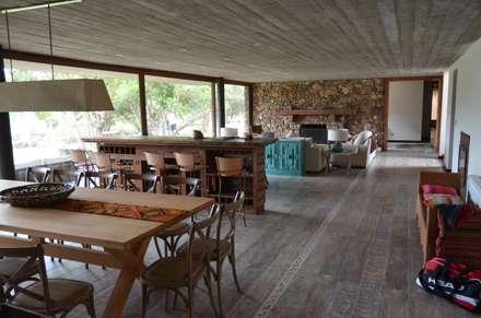 Piso de duelas.: Paredes y pisos de estilo rústico por Ignisterra