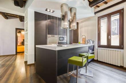 Cavour   modern style: Cucina in stile in stile Moderno di EF_Archidesign