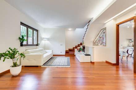 Cavour   modern style: Soggiorno in stile in stile Moderno di EF_Archidesign