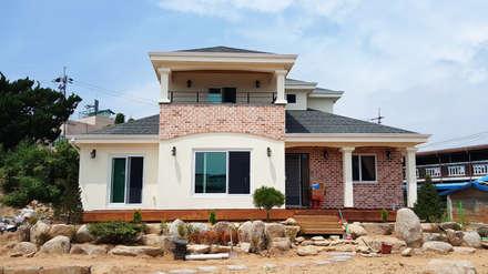 독립성이 확보된 고풍스럽고 세련된 디자인의 클래식스타일[경북 상주]: 지성하우징의  주택