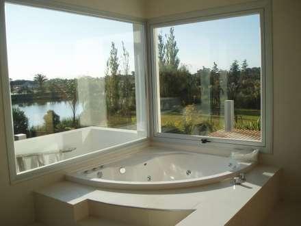 minimalistic Bathroom by Estudio Medan Arquitectos