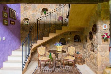 Escada: Corredores, halls e escadas rústicos por Valquiria Leite Arquitetura e Urbanismo