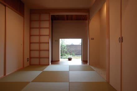C邸ー大きな屋根の家: C-design吉内建築アトリエが手掛けた寝室です。