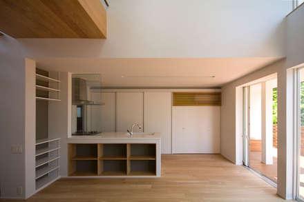 光と眺望を楽しむ家: 株式会社Fit建築設計事務所が手掛けたダイニングです。