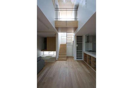 光と眺望を楽しむ家: 株式会社Fit建築設計事務所が手掛けた玄関/廊下/階段です。