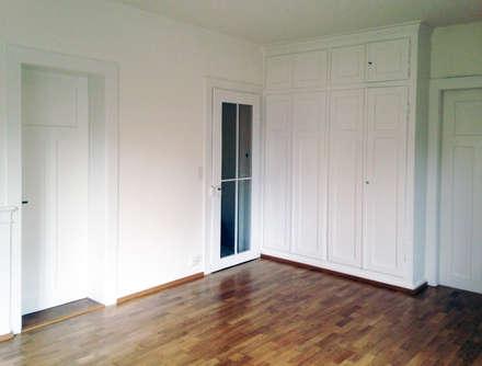 Wohnzimmer renoviert: klassischer Multimedia-Raum von Mader Marti Architektur ETH SIA
