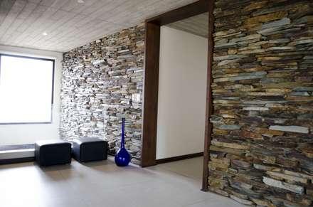 Marco de puerta.: Ventanas de estilo  por Ignisterra