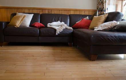 Piso y revestimiento en madera de Lernga.: Paredes y pisos de estilo clásico por Ignisterra