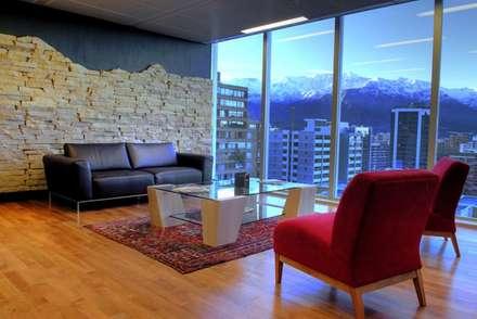 Piso de Lenga en proyecto oficina Energía Andiina.: Paredes y pisos de estilo clásico por Ignisterra