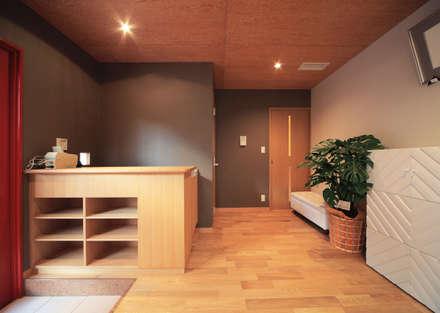室内 ⑬: 上原一朗建築造形研究所が手掛けたプールです。