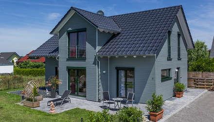 Kitzlinger Haus in Haigerloch Terrasse mit Garten: moderne Häuser von KitzlingerHaus GmbH & Co. KG