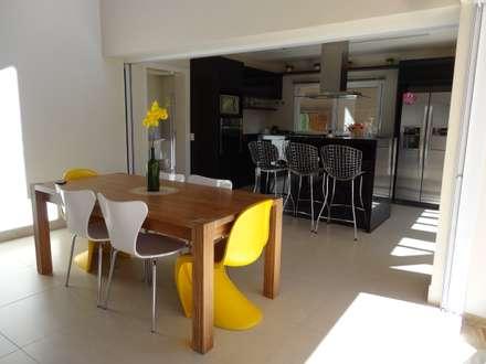 Casa SS: Salas de jantar modernas por canatelli arquitetura e design
