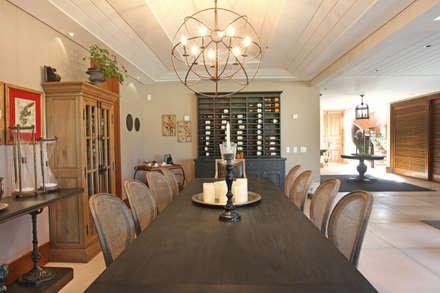 Casa charmosa em Monte Mor - SP: Salas de jantar campestres por Célia Orlandi por Ato em Arte