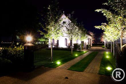 Jardines de estilo rural por De Rooy Hoveniers