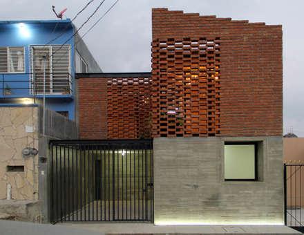 บ้านและที่อยู่อาศัย by Apaloosa Estudio de Arquitectura y Diseño