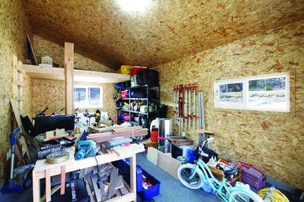 modern Garage/shed by 춘건축