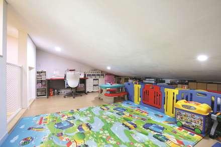 modern Nursery/kid's room by 춘건축