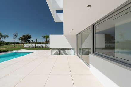 Cinco Terraços e um Jardim: Terraços  por Corpo Atelier