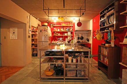 Cocinas de estilo asiático por いえラボ