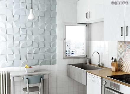Magical 3 Curve Sky Blue / Evolution Blanco Brillo, Sky Blue 15x15 cm: Cocinas de estilo moderno de Equipe Ceramicas