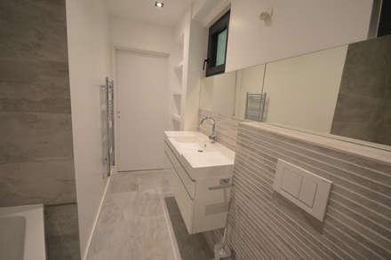 Maison  C  Veyrier du Lac : Salle de bain de style de style Minimaliste par ARQUITECT CONCEPTION