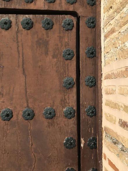 Puerta de madera : Puertas de madera de estilo  de Conely