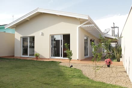 Casa TM : Casas minimalistas por canatelli arquitetura e design