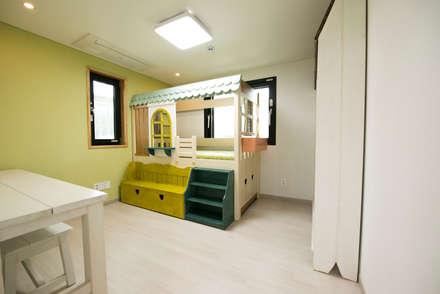modern Nursery/kid's room by 피앤이(P&E)건축사사무소