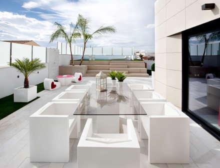 Ático: Terrazas de estilo  de Bou Interiorismo