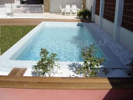 PISCINA CON NET'N  CLEAN Y CLORACION SALINA: Piscinas de estilo mediterráneo de PISCINES ESPLAI S.L