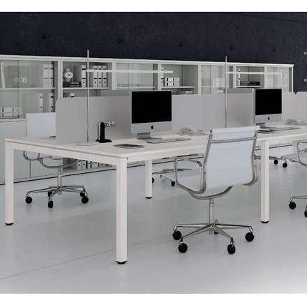 Mesa de trabajo Cuatro Líneas: Oficinas de estilo minimalista por Officinca