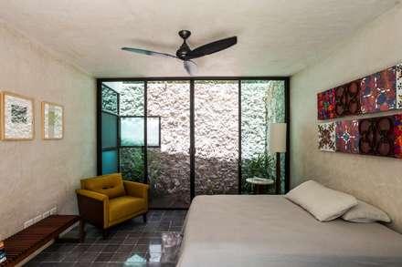 Casa del Limonero: Recámaras de estilo moderno por Taller Estilo Arquitectura