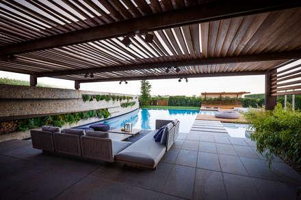 Garden Le Monde: modern Pool by Alessandro Isola Ltd