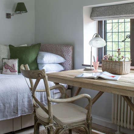 Richmond - Guest Bedroom: rustic Bedroom by Roselind Wilson Design