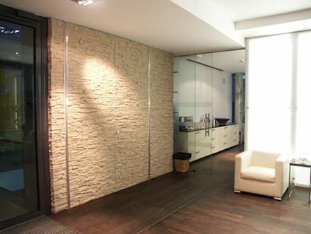 TotalStone es ideal para los ambientes de entornos tradicionales, vanguardistas e innovadores.: Salas / recibidores de estilo moderno por FORMICA Venezuela