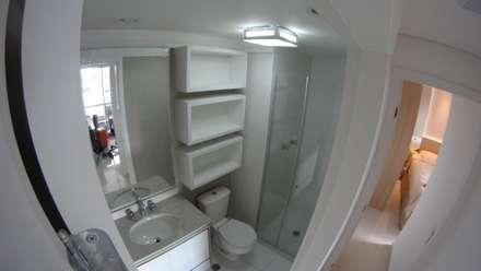 Apartamento Vila Madalena : Banheiros modernos por Concept Engenharia + Design